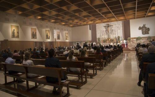 consagracion-parroquia-juan-pablo-sevilla(8)_xoptimizadax-kr7D--1350x900@abc